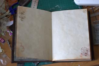 http://taganskaya.trouchelle.com/art/notebook/n39-inside-pre.JPG
